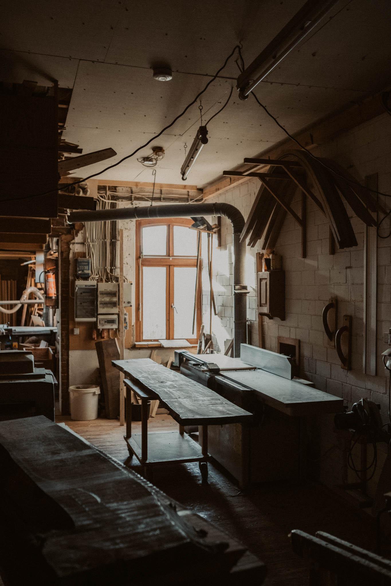 Tischlerei HolzWerk - feine moebel - Werkstatt Innenansicht Maschinen